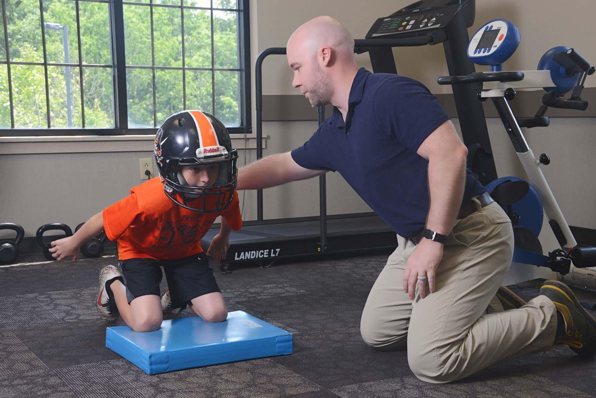 Kurt-Eli-Football-kneel-squat-2